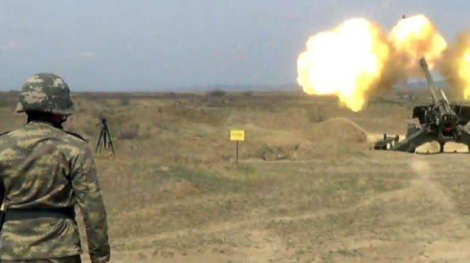 VIVA Militer: Meriam tentara Azerbaijan di perbatasan Armenia
