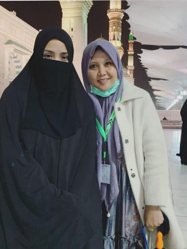 Momen Keluarga Raffi Ahmad Saat Umroh (Sumber: Instagram @anisahani2018)