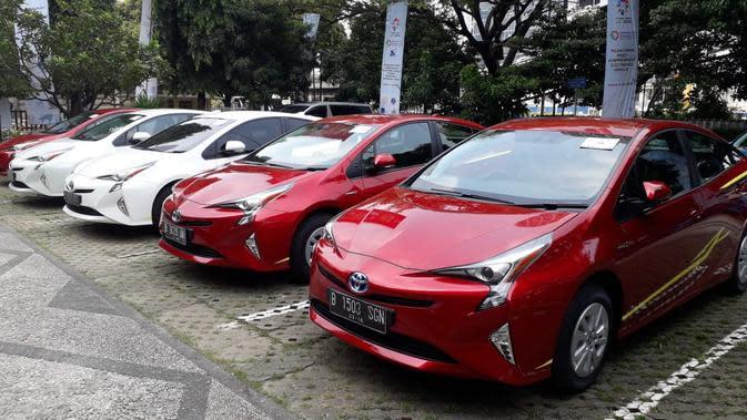 Toyota Prius Hybrid yang diberikan kepada enam perguruan tinggi negeri melalui Kemenperin untuk dilakukan riset mobil listrik (Liputan6.com/Yurike)