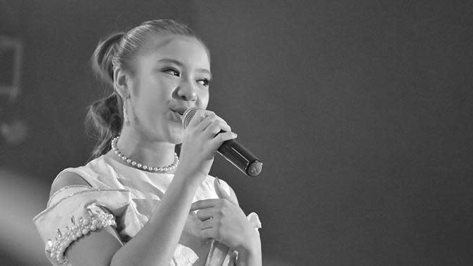 Cewek yang sering dipanggil Titi ini selalu menampilkan penampilan terbaiknya. Hal inilah yang mengantarkannya menjadi juara dunia di Indonesian Idol. Tampil dengan rambut dikuncir, ia terlihat lebih anggun. (Liputan6.com/IG/@tiaraandini)