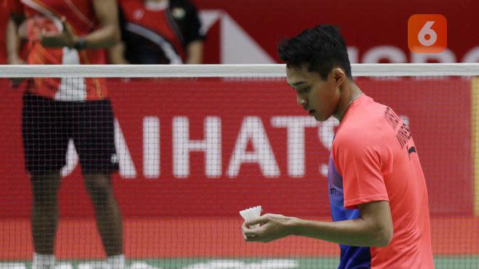 Jonatan Christie saat melawan pemain India, Prannoy H.S pada babak pertama Indonesia Masters 2020 di Istora, Jakarta, Rabu (15/1/2020). (Bola.com/Muhammad Iqbal Ichsan)