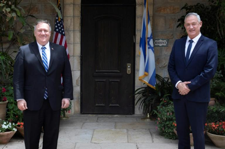 US Secretary of State Mike Pompeo (L) meets with Israeli Blue and White party leader Benny Gantz, the incoming alternate premier