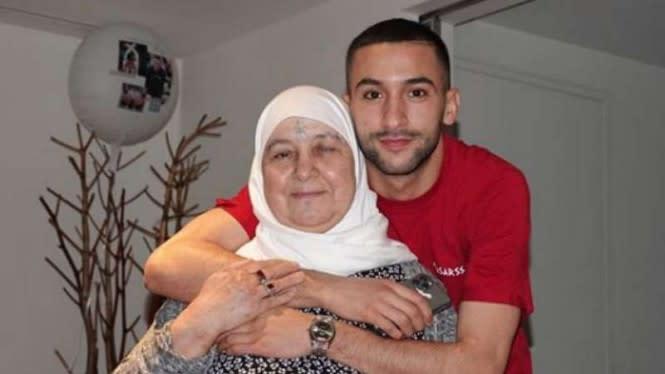 Hakim Ziyech, Pemain Muslim Anyar Chelsea yang Sayang Ibu