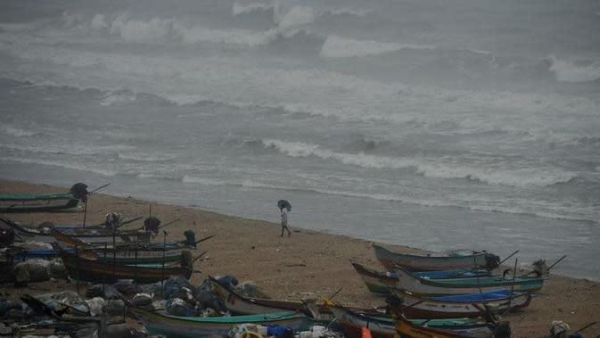 Ilustrasi topan badai di pesisir (AFP Photo)