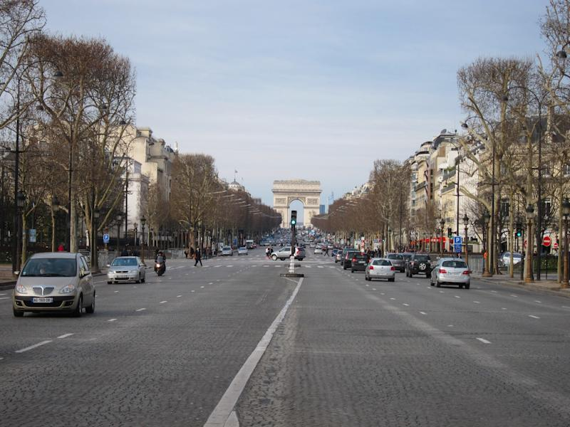 Romantika Champs Elysees di Paris