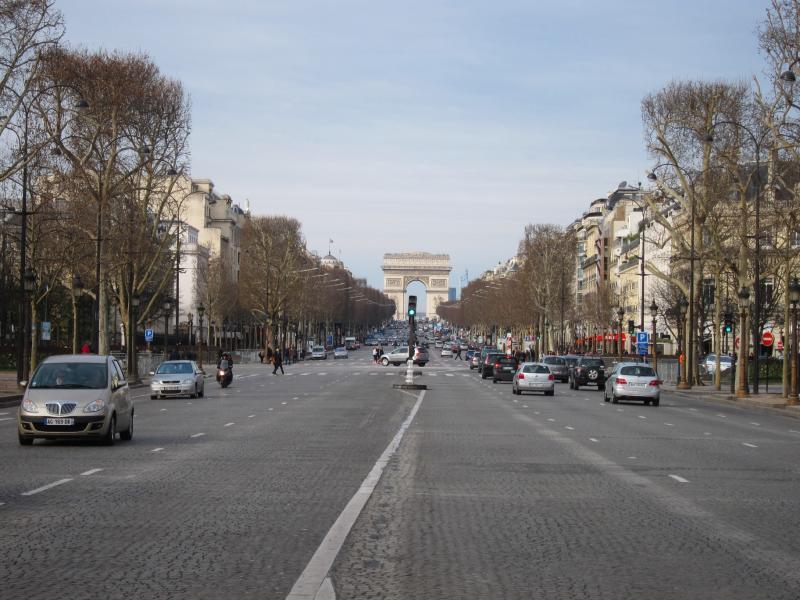 Romantika Champs Elysees di Paris