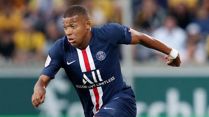 Kylian Mbappe (Paris Saint Germain) - Penyerang andalan Les Parisiens ini tidak hanya handal dalam mencetak gol tapi juga mempunyai kecepatan diatas rata-rata. Di gim FIFA 20 ia mempunyai kecepatan tertinggi dengan nilai 96. (AFP/Ronny Hartmann)