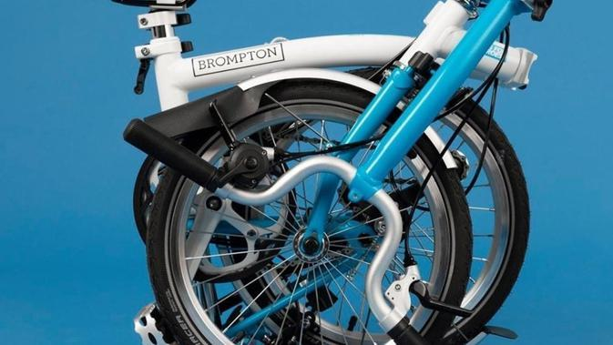 Sepeda Brompton Wheels for Heroes (WFH). (dok. Instagram @wheelsforheroes/https://www.instagram.com/p/CA-J8UWFVs1/)