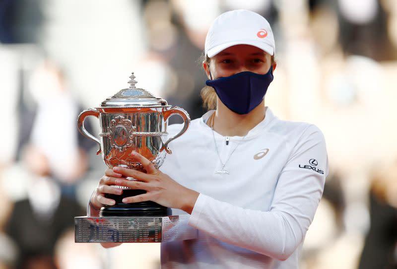Teenager Swiatek dazzles in Paris to claim first Grand Slam title