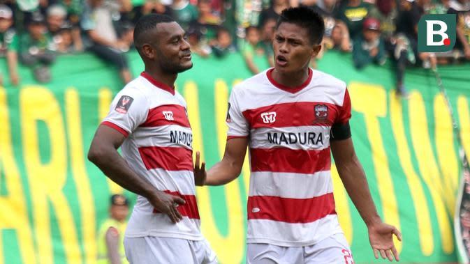 Pemain Madura United Marckho Meraudje dan Fachrudin Wahyudi. (Bola.com/Aditya Wany)