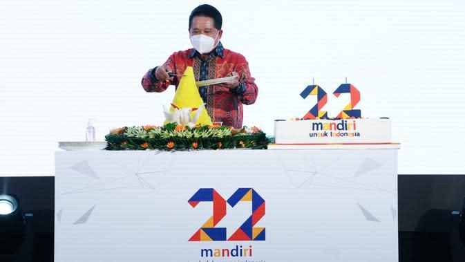 Wakil Direktur Utama Bank Mandiri Hery Gunardi dalam perayaan HUT ke-22 di Jakarta, Jumat (2/10).