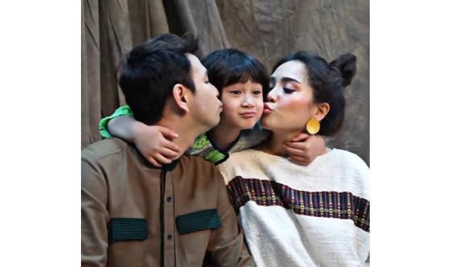 Raffi Ahmad dan keluarga (Sumber: Instagram/chevirgo)