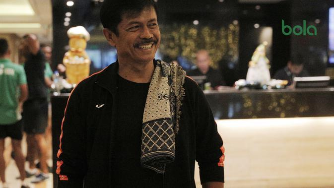 Pelatih Timnas Indonesia U-22, Indra Sjafri, ketika berada di Manila pada SEA Games 2019, Jumat (29/11/2019). (Bola.com/Muhammad Iqbal Ichsan)