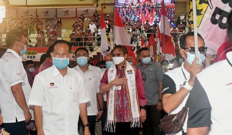 Sarawak Chief Minister Datuk Patinggi Abang Johari Openg (centre) attends the Parti Pesaka Bumiputera Bersatu mini-convention in Betong September 26, 2020. — Bernama pic