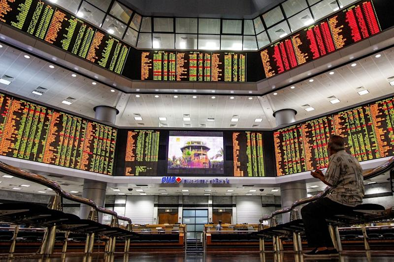 The FBM KLCI closed at 41.14 points or 2.69 per cent lower at 1,490.06 today, the lowest point since 2011's 1,500.91. — Picture by Hari Anggara