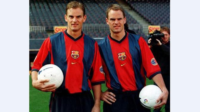Frank dan Ronald de Boer adalah permata Timnas Belanda. Frank telah bermain sebanyak 112 kali bagi Belanda, sedangkan saudaranya, Ronald sebanyak 67 kali. Keduanya bermain bersama di Piala Eropa 2000. (www.squawka.com)