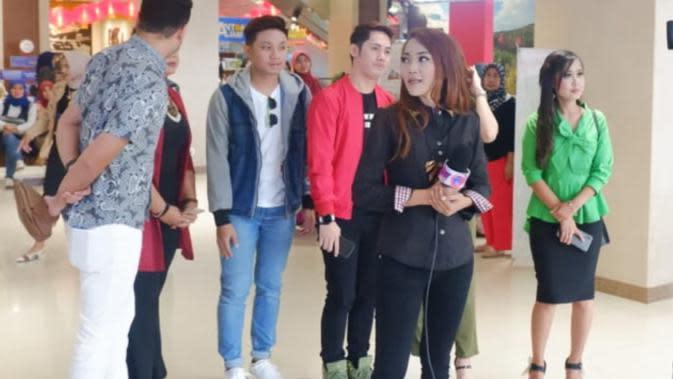 Rosalina Musa bersama dengan alumni DAA5