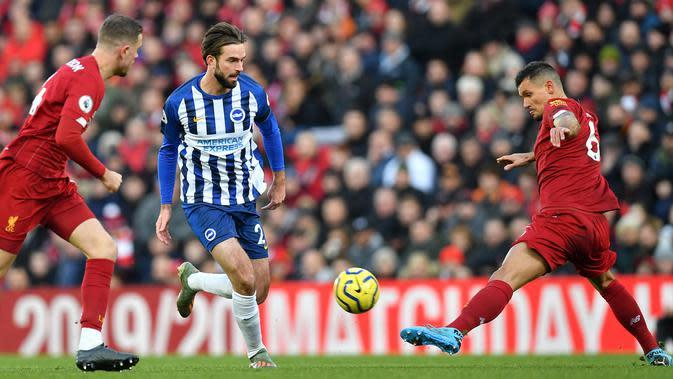 Aksi pemain Liverpool, Dejan Lovren. (AFP/Paul Ellis)