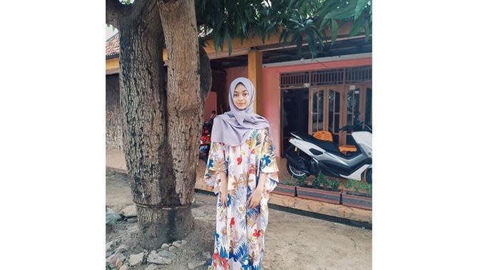 6 Potret Dinda Mahira Tampil Berhijab, Bikin Pangling (sumber: Instagram.com/dindaaaaa.17)