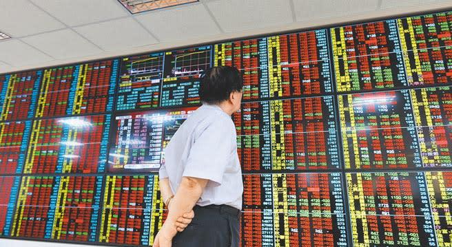 儘管台股迭創歷史新高點,但MSCI明晟於最新一季的指數調整方案,台股在「MSCI全球新興市場指數」及「MSCI亞洲除日本指數」權重雙遭調降。(本報資料照片)