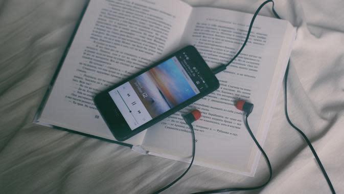 Ilustrasi podcast | Unsplash