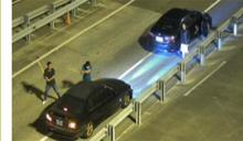 國道追逐16公里 攔車狂砸10人遭逮