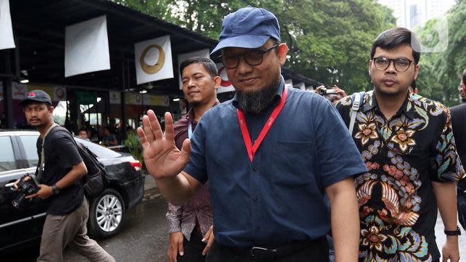 Penyidik senior KPK Novel Baswedan saat jeda pemeriksaan kasus penyiraman air keras terhadapnya di Polda Metro Jaya, Jakarta, Senin (6/1/2020). Polisi memeriksa Novel Baswedan sebagai saksi setelah menetapkan dua tersangka penyerangan.(Liputan6.com/Johan Tallo)
