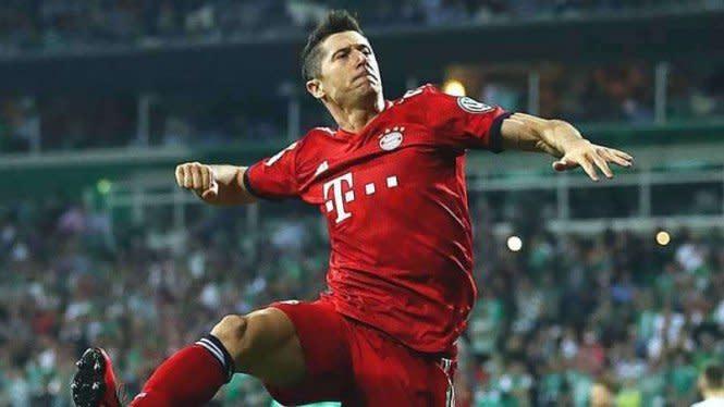 Lewandowski Makin Ngeri, Bisa Samai Rekor Ronaldo dan Messi
