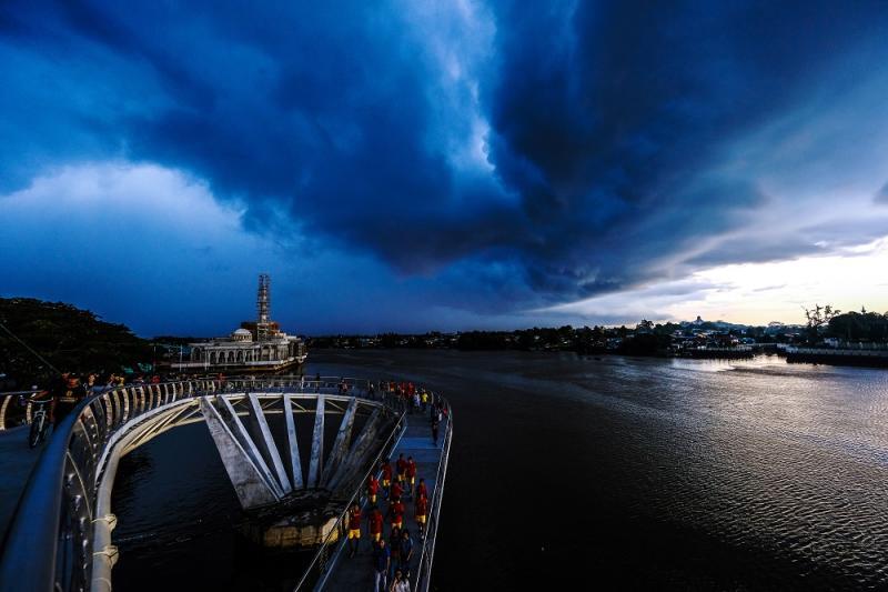 File photo of dark clouds seen over the Darul Hana Bridge in Kuching, Sarawak. — Bernama pic