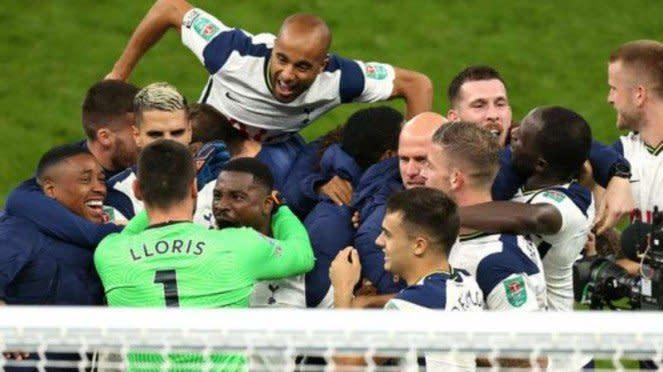 Pemain Tottenham Hotspur rayakan kemenangan atas Chelsea