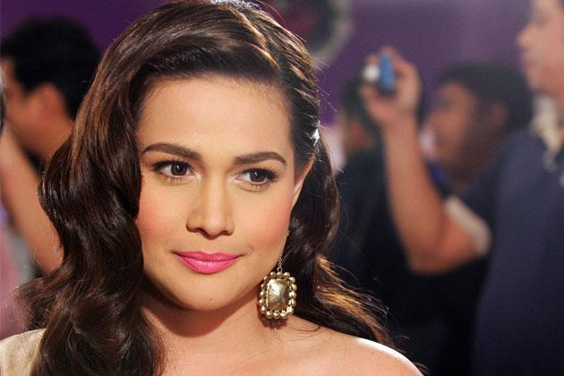 Side Swept Here's an effortless demure look that's actually easy to achieve. To get Bea Alonzo's hairstyle, just add a clip on the side to keep it intact.