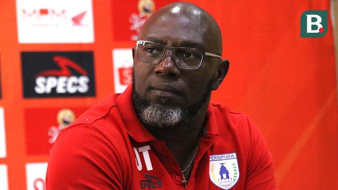 Jacksen F. Tiago, pelatih Persipura. (Bola.com/Aditya Wany)