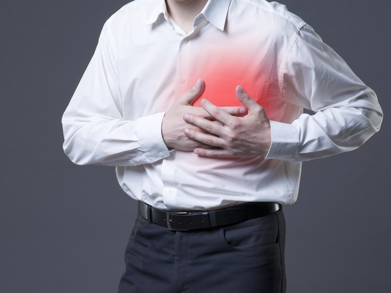 明顯症狀是突發「此生最痛胸痛」