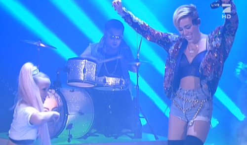 How to Trump VMA Twerking? Miley Performs With Little People