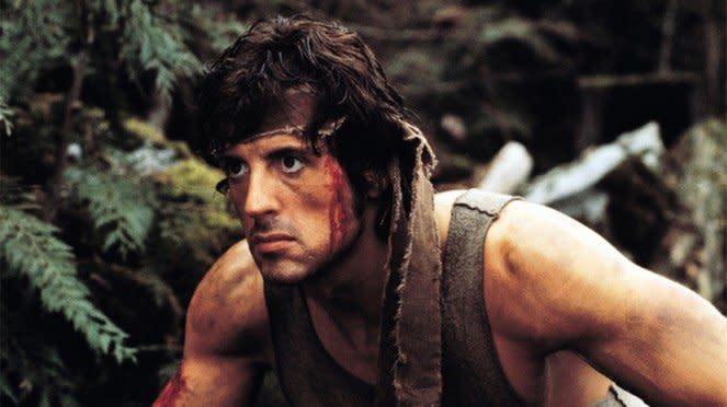Sylvester Stallone sebagai John Rambo.