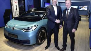 Volkswagen ID.純電家族線上購車新模式,傳統經銷商轉型顧問