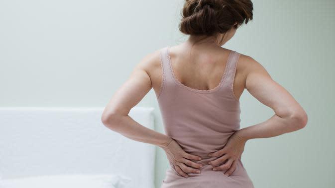 Orang awam menganggap nyeri pinggang bisa jadi tanda penyakit ginjal. Benarkah?