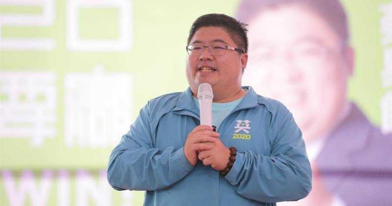 民進黨立委蔡易餘表示,新台幣升值會侵蝕製造業毛利,直接影響到營運。(圖/報系資料照)