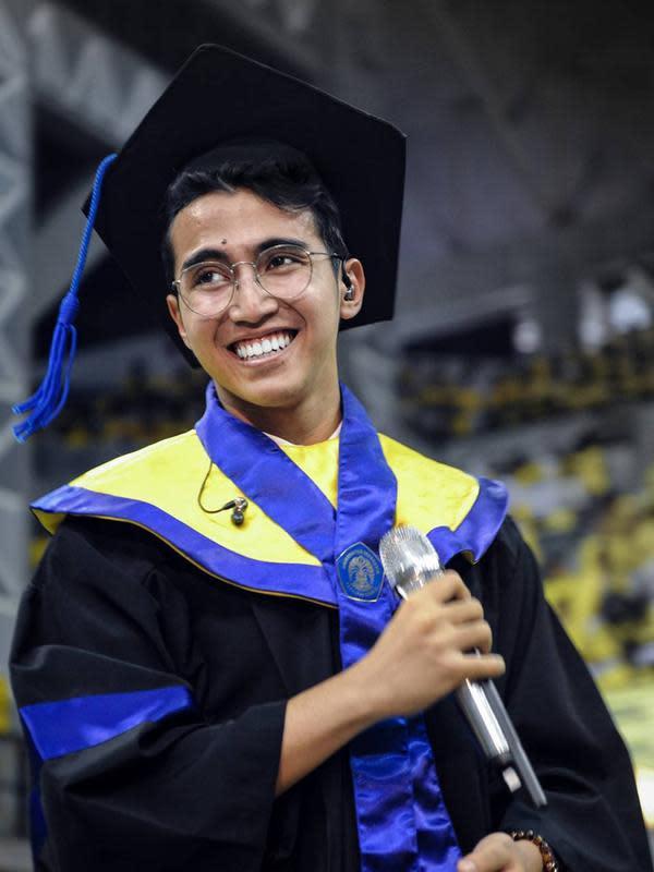 Vadi Akbar merupakan lulusan Fakultas Teknik Universitas Indonesia. Vadi dikenal berprestasi dengan membuat mobil listrik bersama ayahnya, Harry Kiss. Mobil tersebut dilabeli dengan nama V8 VADI. (Liputan6.com/IG/@vadieakbar)
