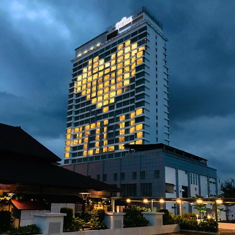 A message to our hard-working police force. Photo: Instagram / Hotel Tenera Bangi