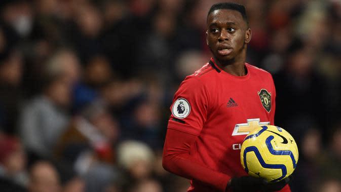 4. Aaron Wan-Bissaka - Wan-Bissaka memiliki kemampuan andal dalam tackle dan kondisi satu lawan satu. Meski belum mencetak gol pun, bek kanan asal Inggris ini tercatat menyumbangkan empat assist untuk Manchester United musim 2019/2020. (AFP/Oli Scarff)
