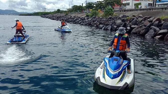 Aksi Wali Kota Manado Tunggangi Jetski Antar Bibit Cabai ke Bunaken
