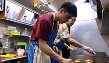 《阮三个》春節特別企劃「餐車環島發大財2」舉辦臺北公益市集與民眾同歡