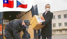 台北贈10萬片口罩抵布拉格 市長賀瑞普親迎「禮物」