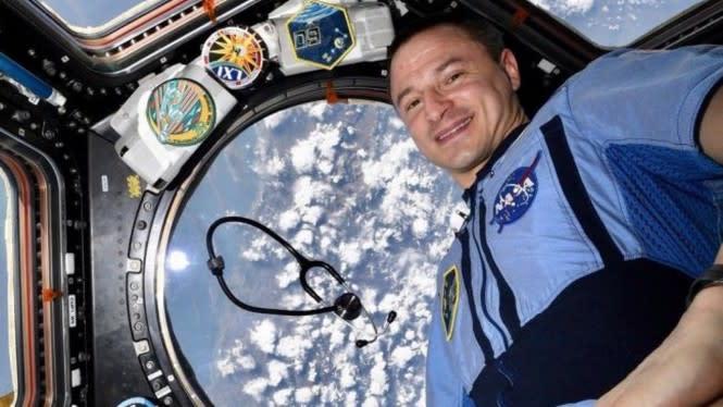 Astronot Kasih 2 Jempol Buat Tenaga Medis yang Lagi Perang sama Corona