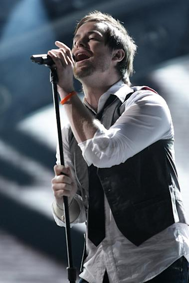 David Cook performs as one of the top 7 on the 7th season of American Idol.