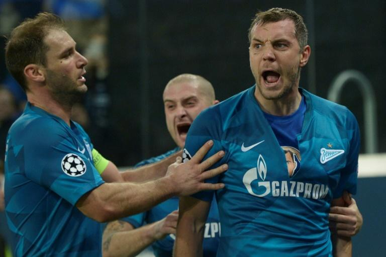 Zenit Saint Petersburg's Artem Dzyuba scored as the Russian club denied Lyon an early chance to reach the Champions League last 16