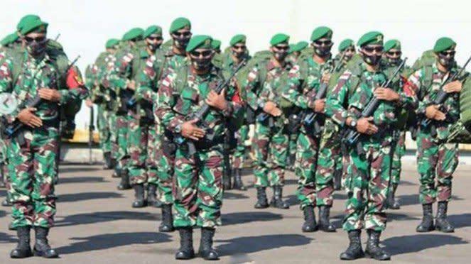 VIVA Militer: Kodam IV/Diponegoro berangkatkan pasukan Yonif 407/Padma Kusuma.