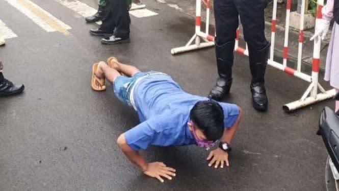 PSBB Tahap Dua Tangerang, Pelanggar Dihukum Push Up