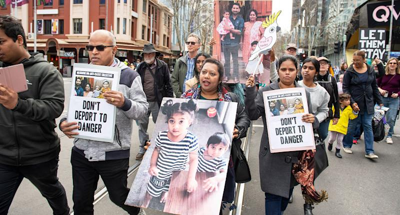 Hundreds shown marching in Melbourne in protest of the Government's decision to deport a Tamil family.